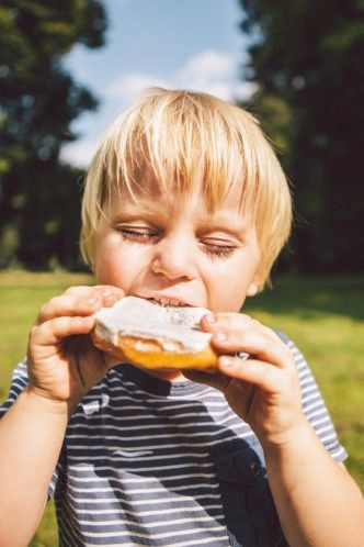 Kind mit Essen