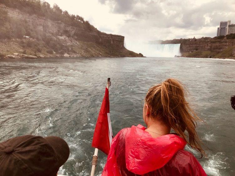 Wir haben eine Bootstour zu den Niagarafällen gebucht - das ist auf jeden Fall empfehlenswert!