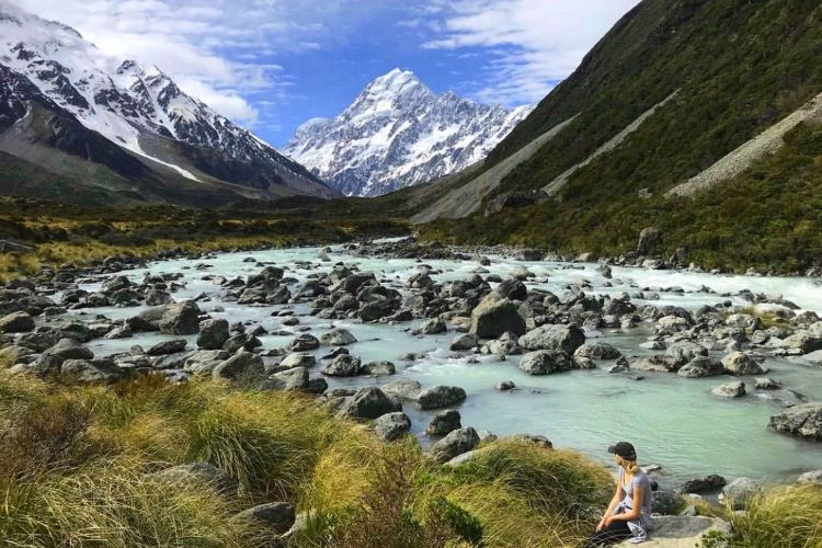 Carolin genießt den Blick auf Mount Cook