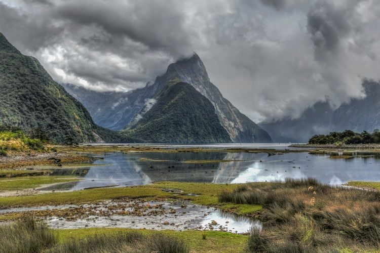 Regenwolken am Milford Sound