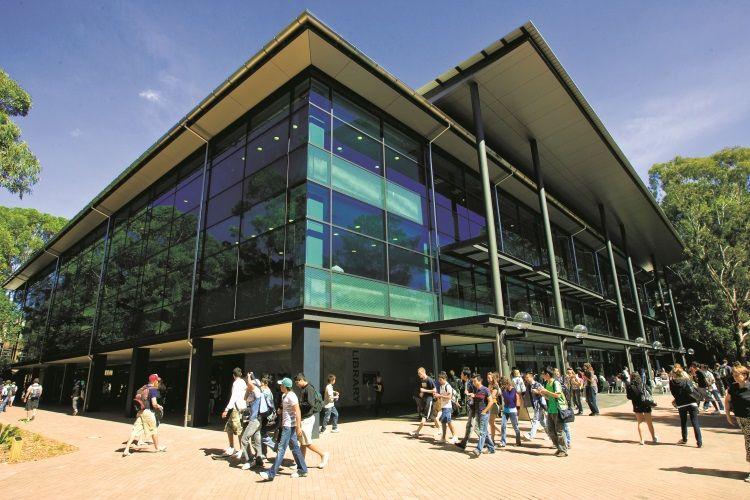 Die modernen Gebäude der Uni